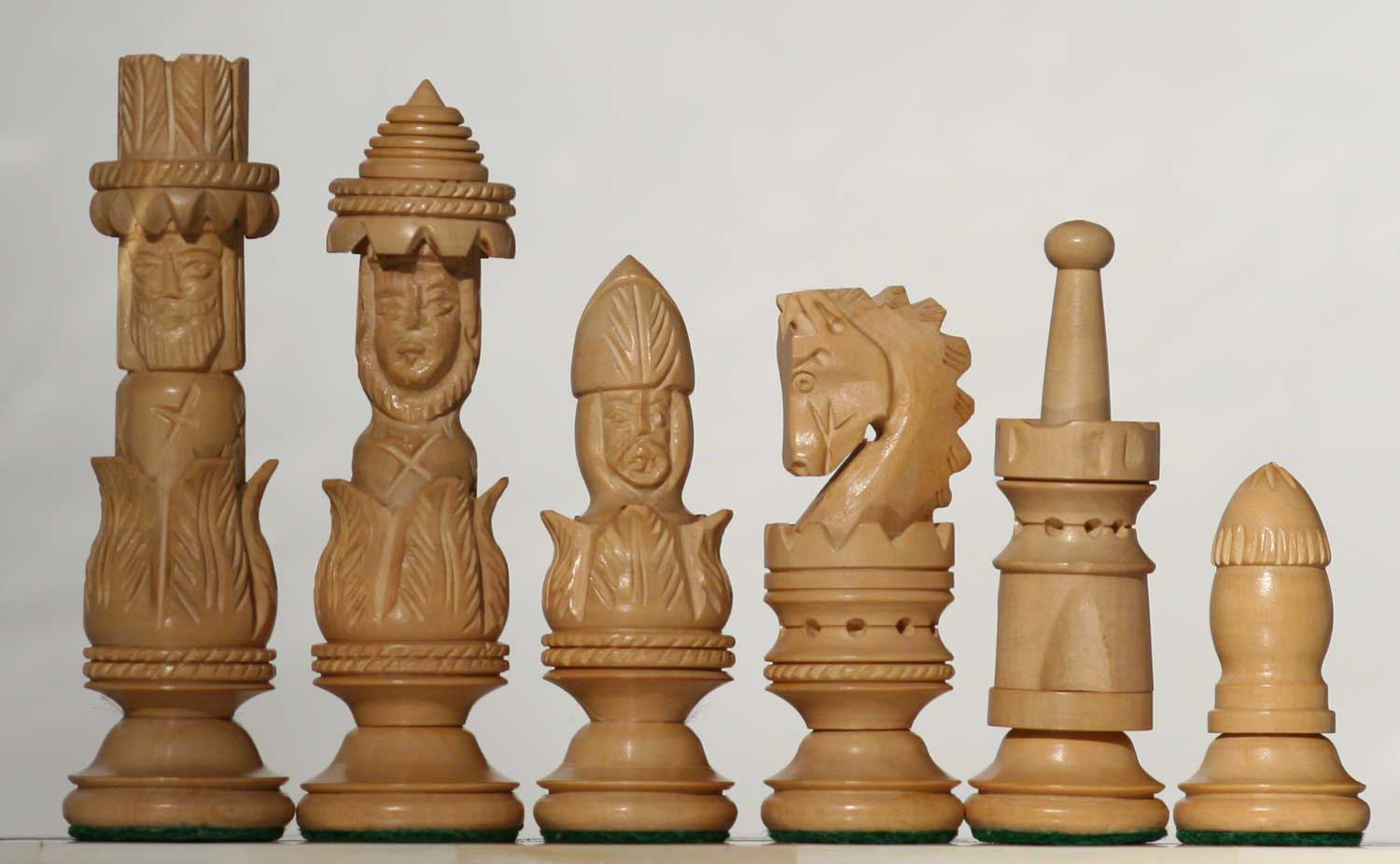 spanish-pulpit-carved-wooden-chess-set-1500-001