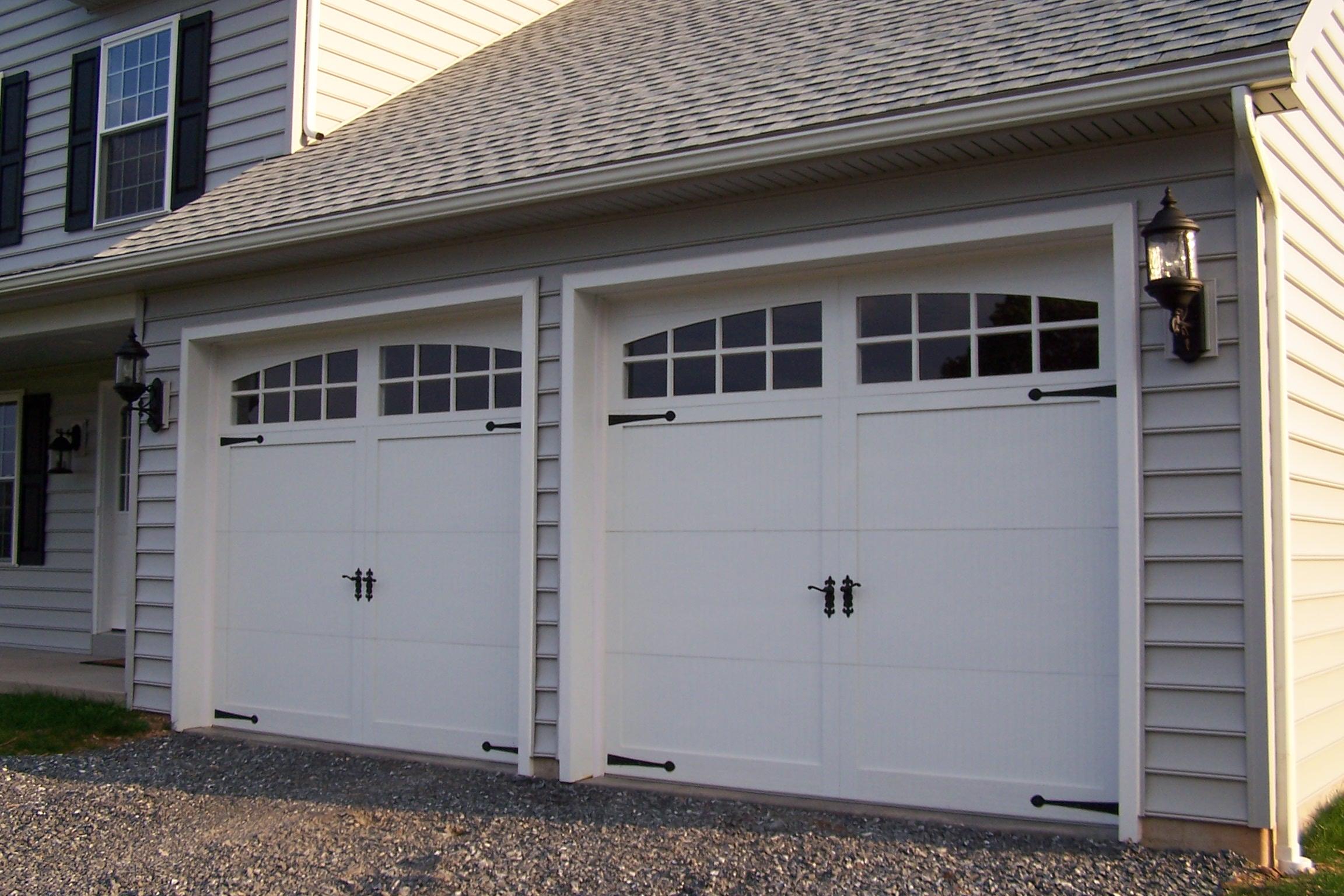 Sectional-type_overhead_garage_door